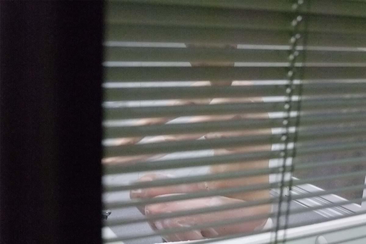 【民家覗きエロ画像】出くわせば幸運www偶々開いてた窓の奥から見えた入浴・脱衣風景  10
