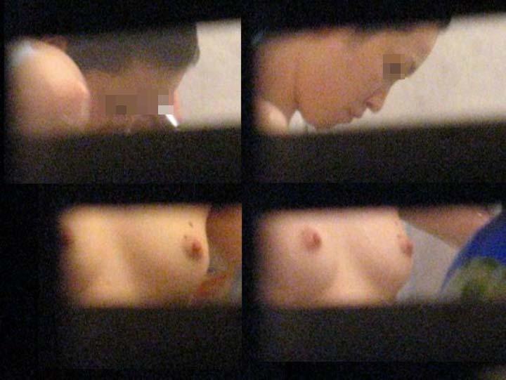 【民家覗きエロ画像】出くわせば幸運www偶々開いてた窓の奥から見えた入浴・脱衣風景  11