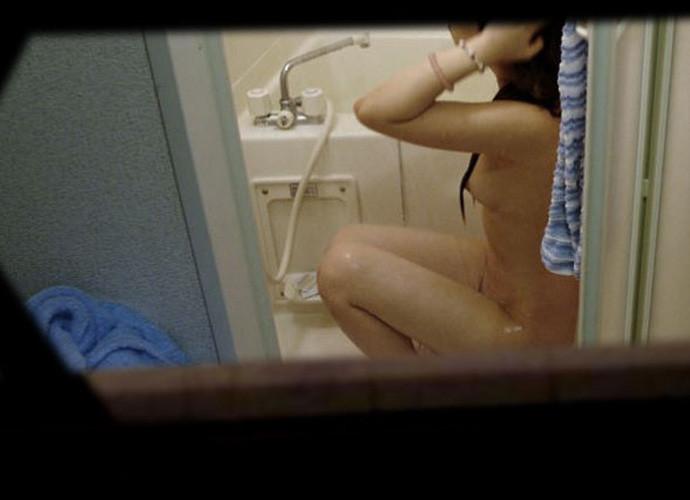 【民家覗きエロ画像】出くわせば幸運www偶々開いてた窓の奥から見えた入浴・脱衣風景  20