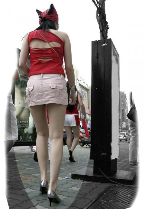 【街撮り美脚エロ画像】視線はずっと下半身wその美脚だけで勃ちそうな素人が増加中www  01