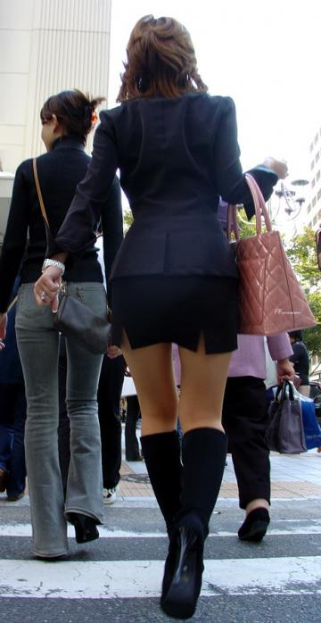 【街撮り美脚エロ画像】視線はずっと下半身wその美脚だけで勃ちそうな素人が増加中www  06