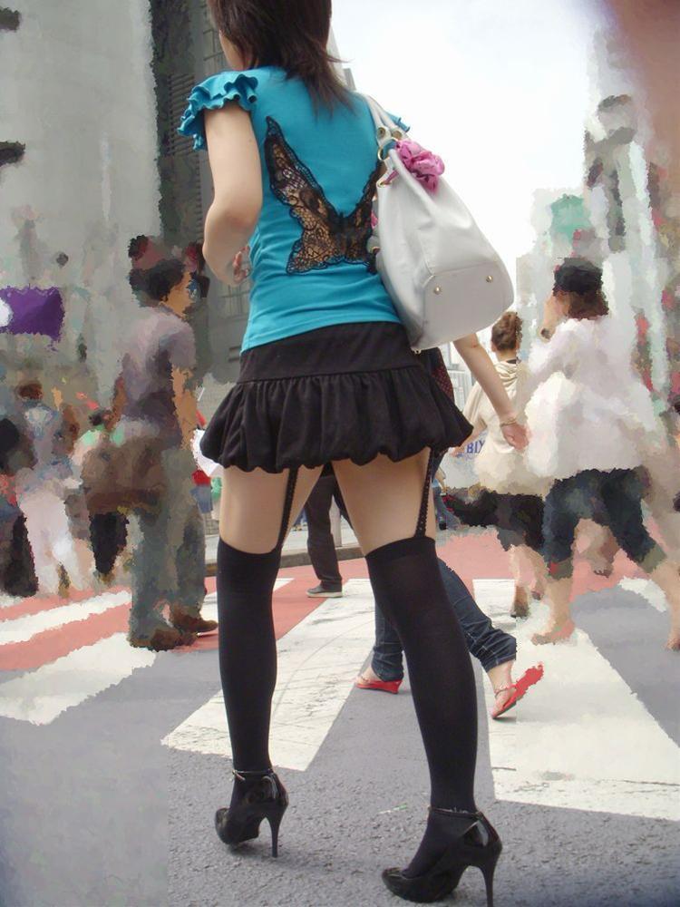 【街撮り美脚エロ画像】視線はずっと下半身wその美脚だけで勃ちそうな素人が増加中www  11