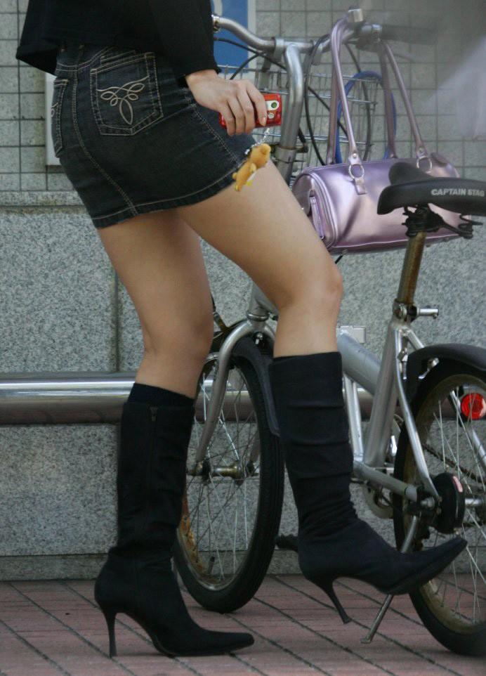 【街撮り美脚エロ画像】視線はずっと下半身wその美脚だけで勃ちそうな素人が増加中www  19