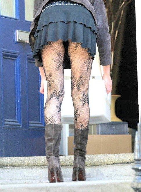 【美脚エロ画像】生脚でなくても十分ですwww大人の女の艶めかしいストッキング美脚  12