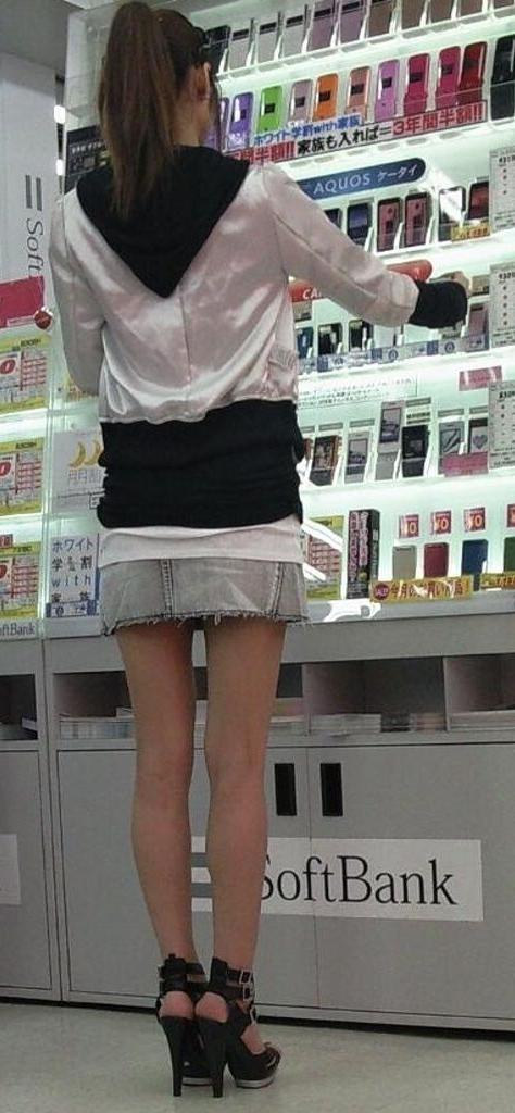 【美脚エロ画像】生脚でなくても十分ですwww大人の女の艶めかしいストッキング美脚  16