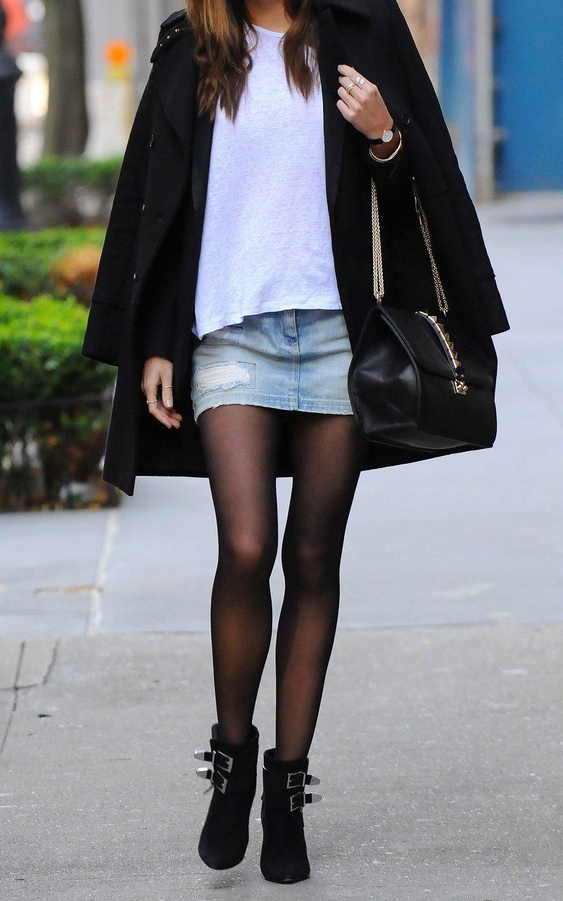 【美脚エロ画像】生脚でなくても十分ですwww大人の女の艶めかしいストッキング美脚  17