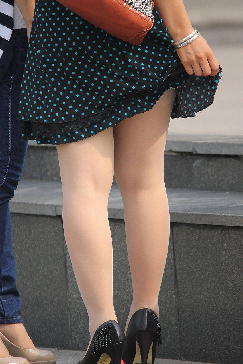 【美脚エロ画像】生脚でなくても十分ですwww大人の女の艶めかしいストッキング美脚  19