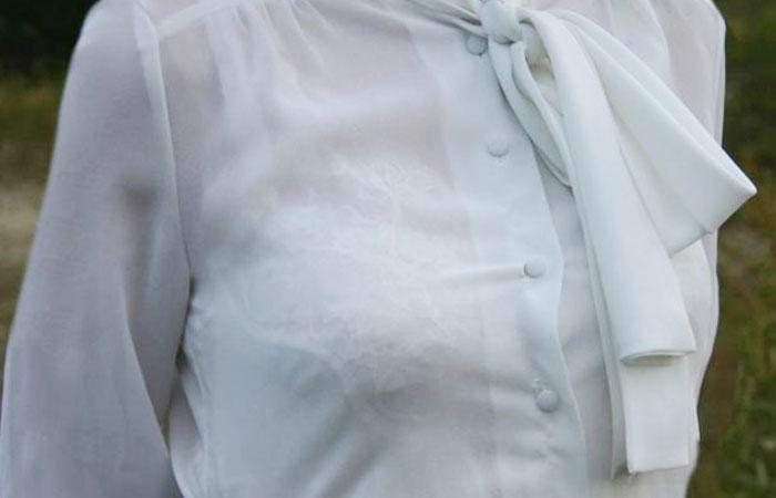 【透けブラエロ画像】指摘したらどんな顔してくれるだろうwwwブラウスやシャツ越しに見える魅惑の透けブラ  001