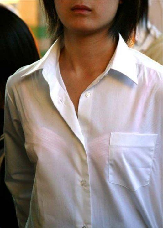 【透けブラエロ画像】指摘したらどんな顔してくれるだろうwwwブラウスやシャツ越しに見える魅惑の透けブラ  02