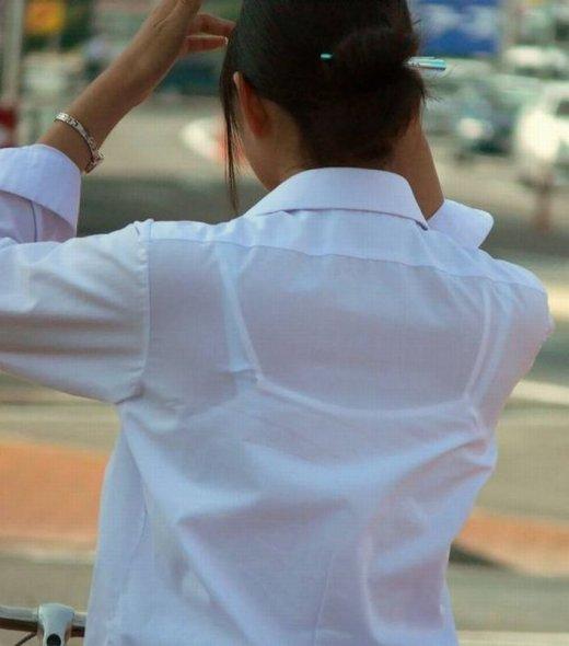 【透けブラエロ画像】指摘したらどんな顔してくれるだろうwwwブラウスやシャツ越しに見える魅惑の透けブラ  03