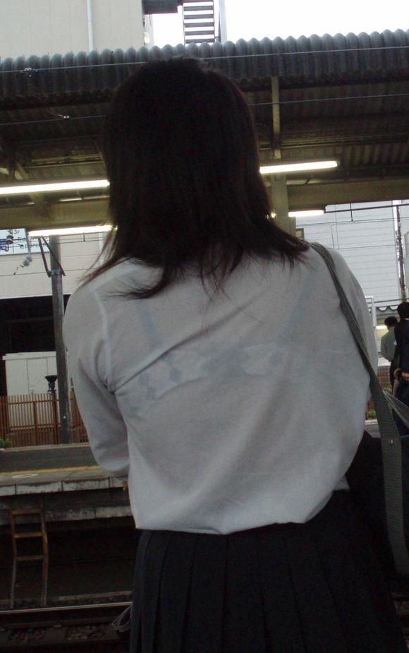 【透けブラエロ画像】指摘したらどんな顔してくれるだろうwwwブラウスやシャツ越しに見える魅惑の透けブラ  05