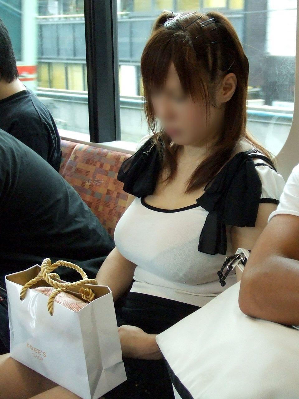 【透けブラエロ画像】指摘したらどんな顔してくれるだろうwwwブラウスやシャツ越しに見える魅惑の透けブラ  11