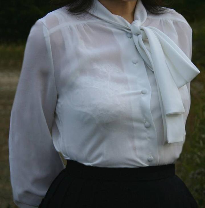 【透けブラエロ画像】指摘したらどんな顔してくれるだろうwwwブラウスやシャツ越しに見える魅惑の透けブラ  12