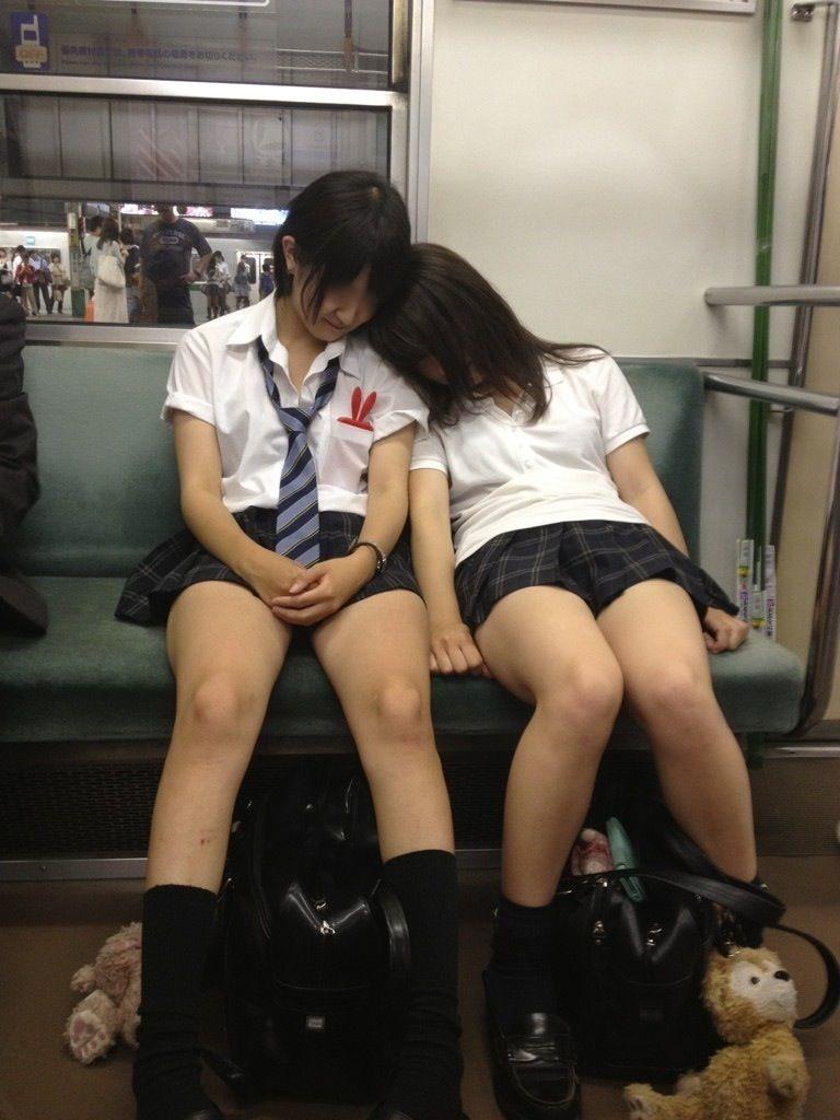 電車内 盗撮 寝