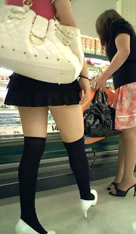 【着衣尻エロ画像】場合によっては下着以上に気になるブツもwww街角ミニスカ着衣尻  08