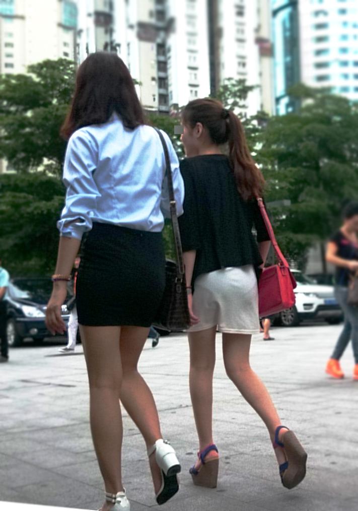 【着衣尻エロ画像】場合によっては下着以上に気になるブツもwww街角ミニスカ着衣尻  15