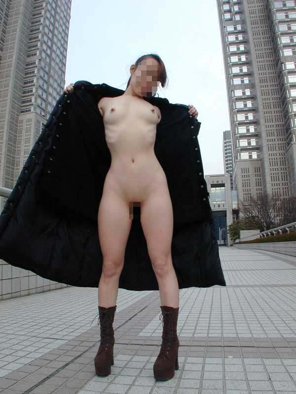 【野外露出エロ画像】裸になるのが楽しいんですね皆様www遊び方間違えた露出マニアの野外プレイ記録  18