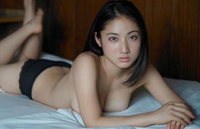 【アイドルエロ画像】紗綾と云う、乳首を見せてもないのに何百人もの男をイカせてきたアイドルwww  001