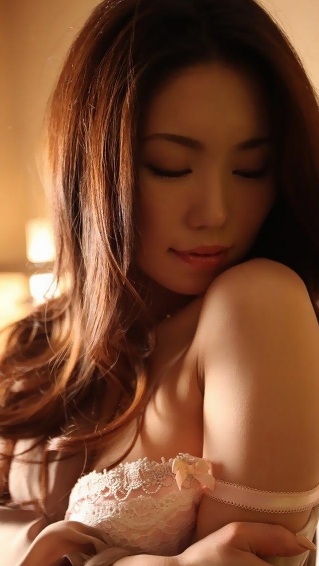 【脱衣エロ画像】おっぱいの大きさ関係なく、ブラを脱ぐ瞬間の興奮度は計測不可レベルwww  18