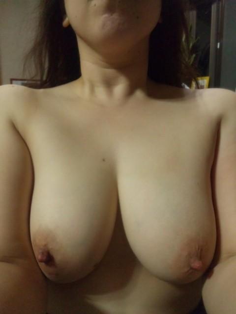 【素人美乳エロ画像】セフレの美乳自慢撮影w一応は流出なのに彼女もノリノリでモデル気取りwww  02