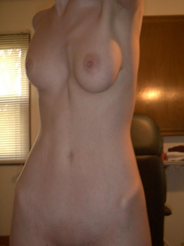 【素人美乳エロ画像】セフレの美乳自慢撮影w一応は流出なのに彼女もノリノリでモデル気取りwww  11