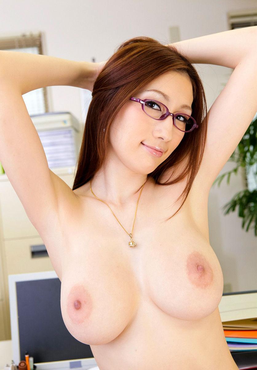 【めがねエロ画像】眼鏡が似合う美女には脱衣しても眼鏡を外すのは禁止にしたいwww  18
