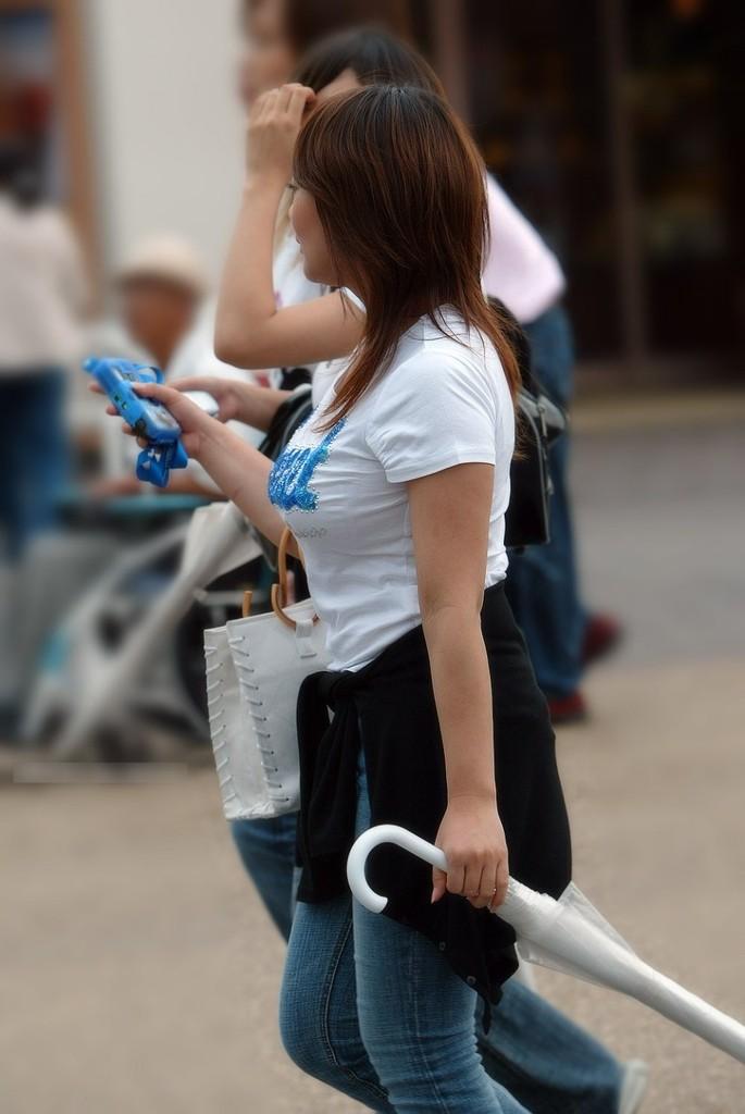 【街撮り着衣巨乳エロ画像】油断してたら勃起して汁も出そうなほど危険レベルの街角の着衣巨乳www  03