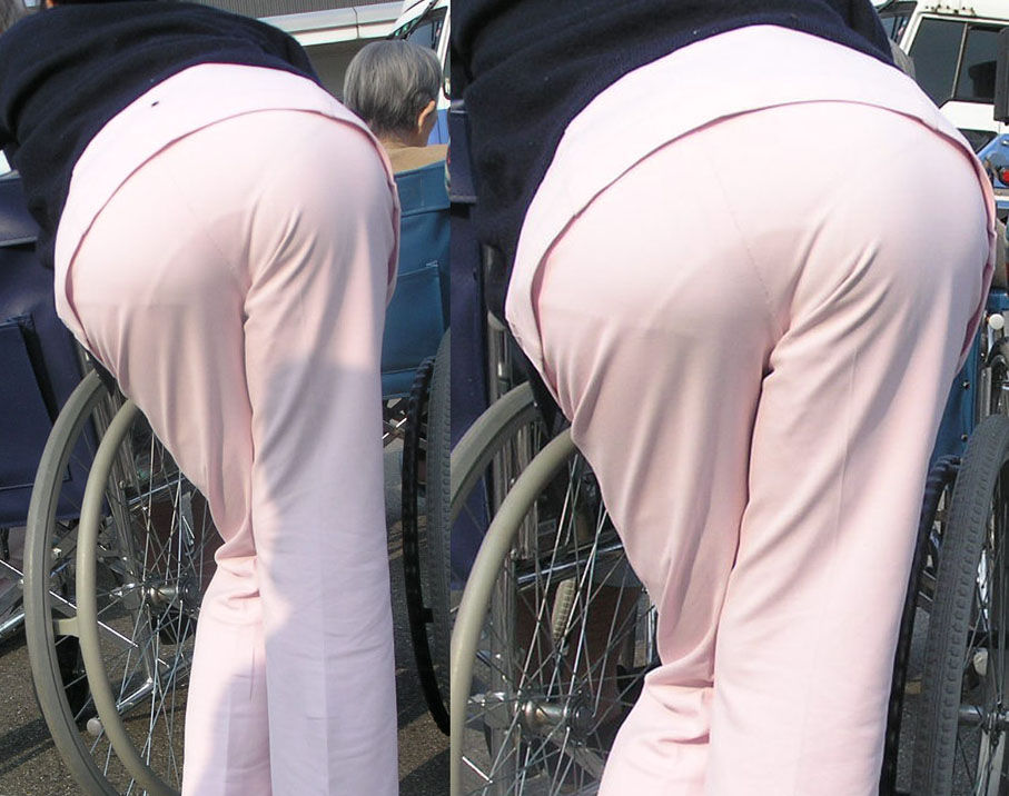 【街撮り働く女性エロ画像】病院の外で制服姿のナースを見た瞬間、何故か灯る期待感www  01