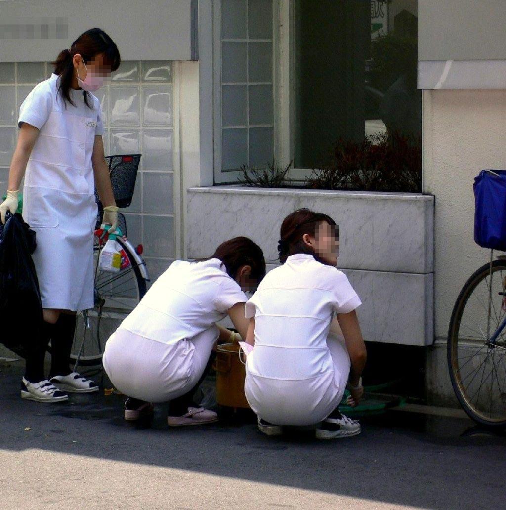 【街撮り働く女性エロ画像】病院の外で制服姿のナースを見た瞬間、何故か灯る期待感www  08