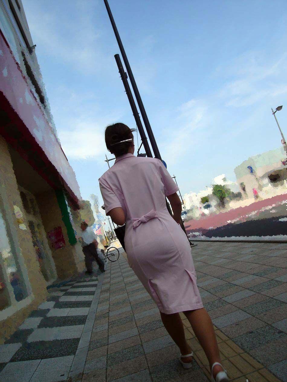 【街撮り働く女性エロ画像】病院の外で制服姿のナースを見た瞬間、何故か灯る期待感www  14