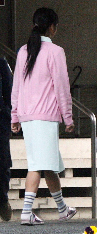 【街撮り働く女性エロ画像】病院の外で制服姿のナースを見た瞬間、何故か灯る期待感www  15