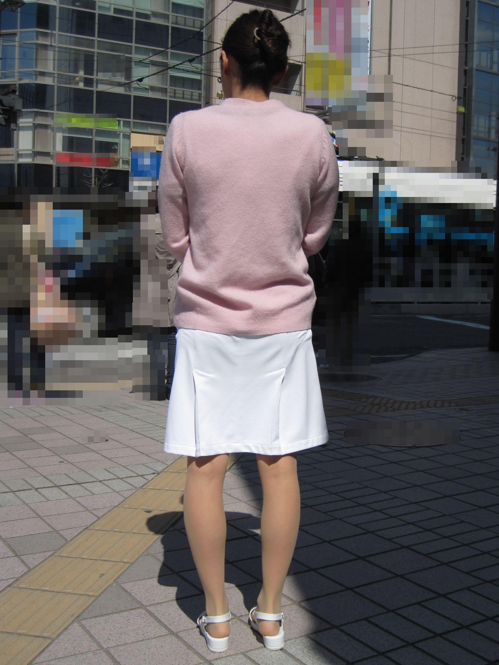 【街撮り働く女性エロ画像】病院の外で制服姿のナースを見た瞬間、何故か灯る期待感www  19