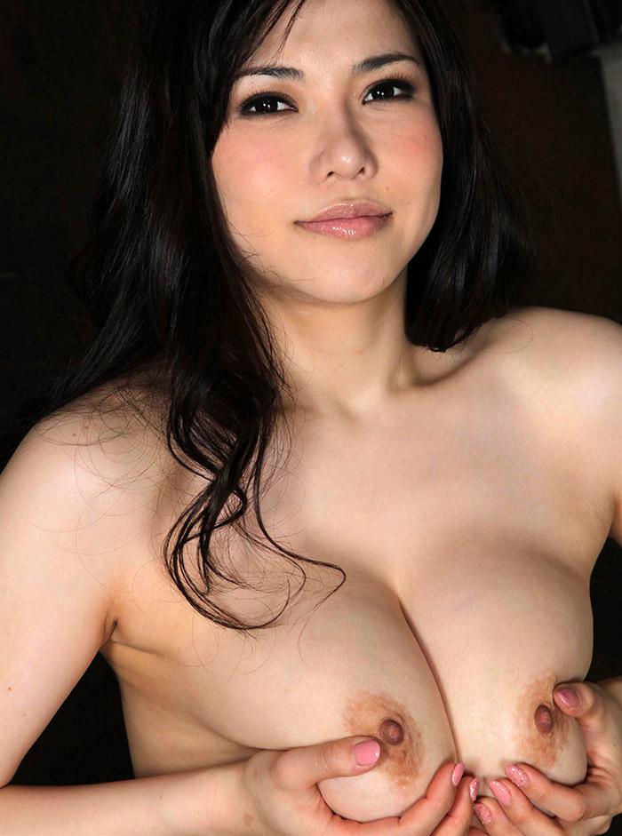 【おっぱいエロ画像】自分で巨乳をムギュッとしてる女の子、望み通り挟まれてやるから画面から出てきてwww  12