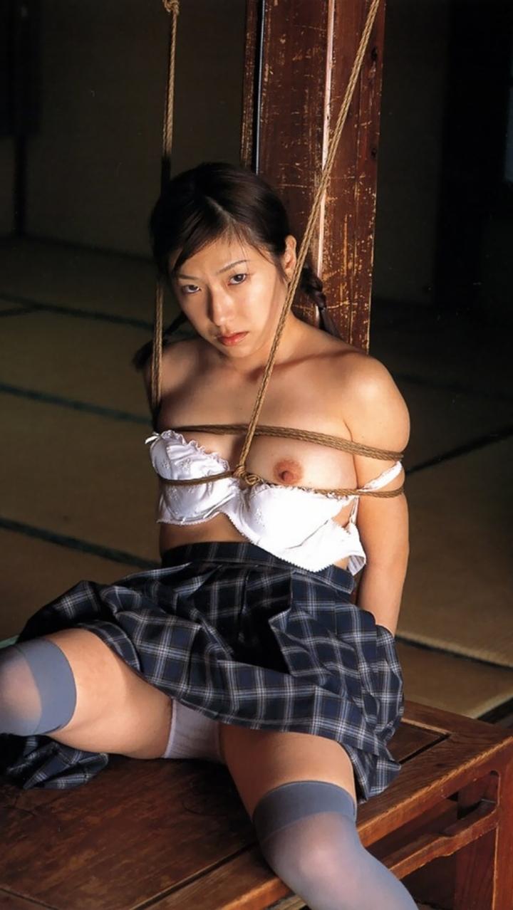 【緊縛エロ画像】制服・職業コスプレした女子が縛られてる姿のお仕置きされてる感は異常www  03