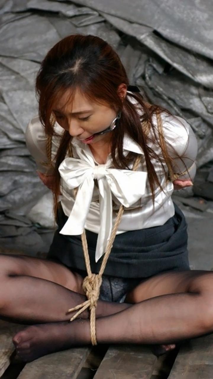 【緊縛エロ画像】制服・職業コスプレした女子が縛られてる姿のお仕置きされてる感は異常www  04