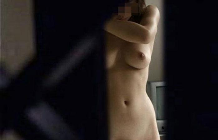 【民家覗きエロ画像】男なら見たいモンは見たい!的願望を代理で叶える民家の裸体覗きwww  001