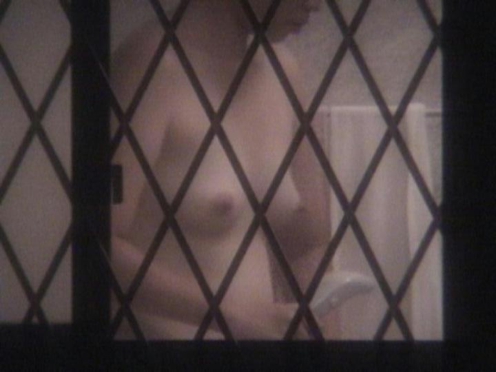 【民家覗きエロ画像】男なら見たいモンは見たい!的願望を代理で叶える民家の裸体覗きwww  09
