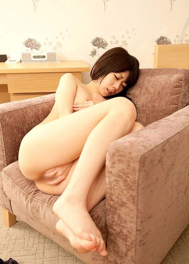 【女のオナニーエロ画像】夢中で股間をセルフ刺激なうwww男よりも盛りが激しい女のオナニー  11