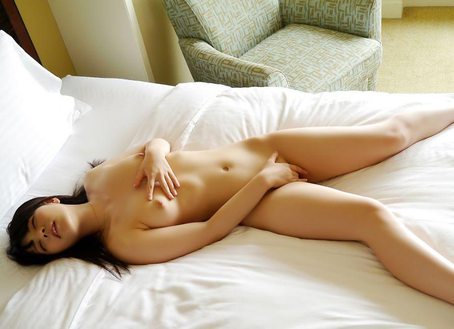 【女のオナニーエロ画像】夢中で股間をセルフ刺激なうwww男よりも盛りが激しい女のオナニー  18