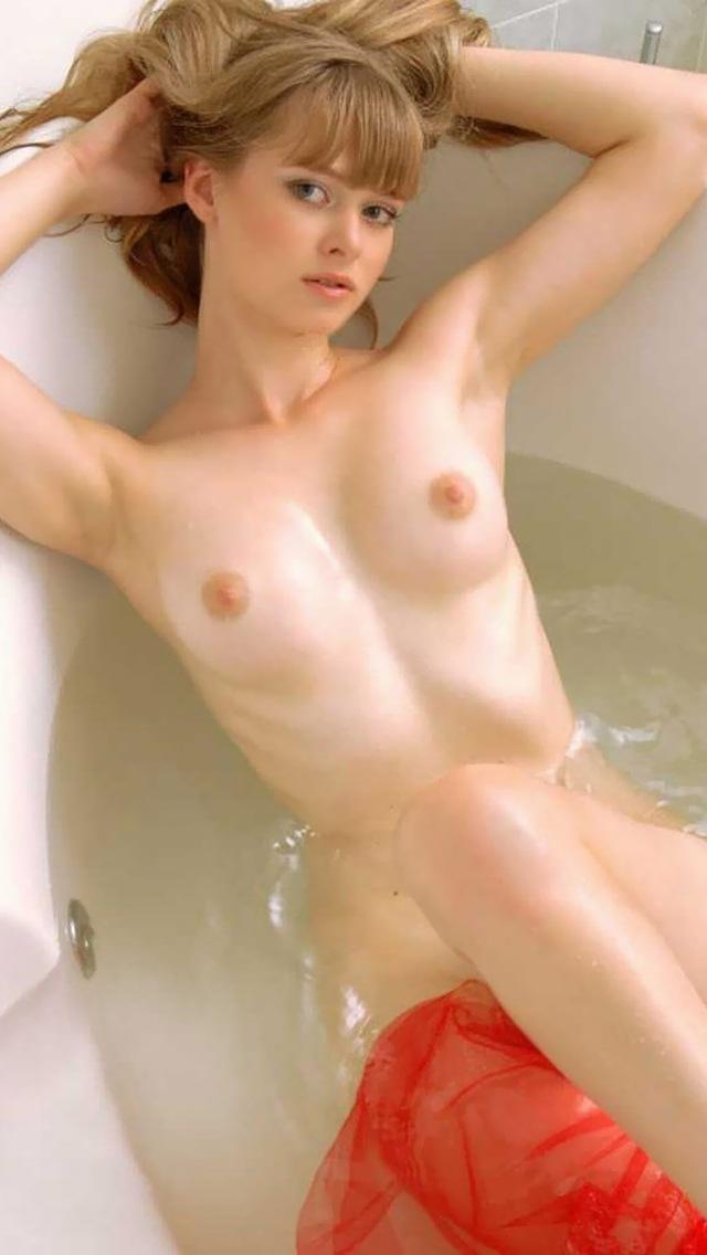 【海外エロ画像】洋モノ=豊満巨乳のイメージ強いけど、痩せててもイケますwスレンダー外人美女画像  16