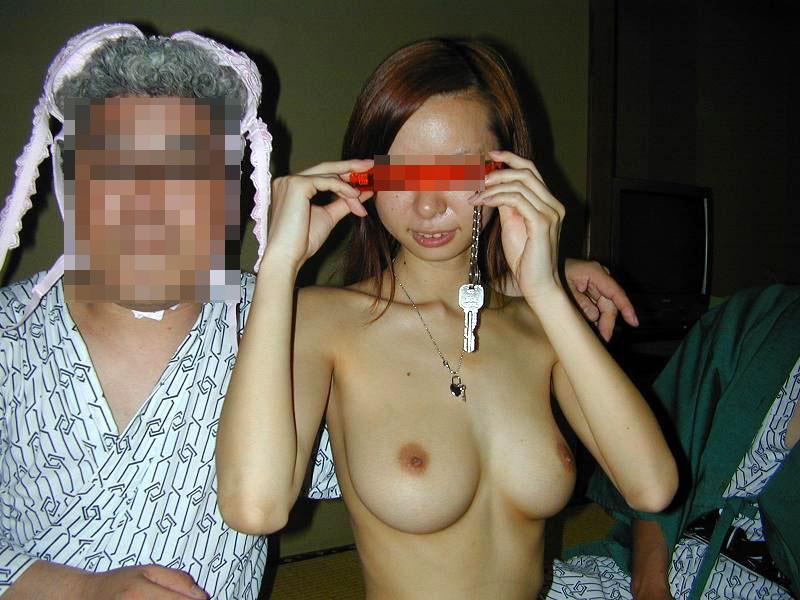 【宴会エロ画像】団体で田舎の旅館行ったらコンパニオンとこんな遊びが出来るとか…もちろん経費でwww  18