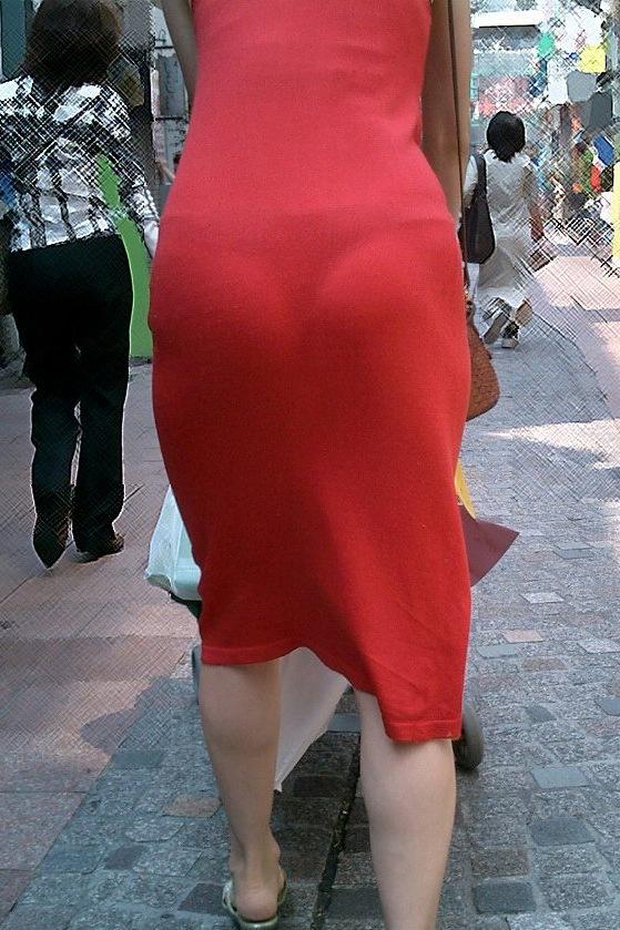【ママチラエロ画像】ベビーカー押してるママさん達が隙だらけでチラ見えゲットし放題な件www  02