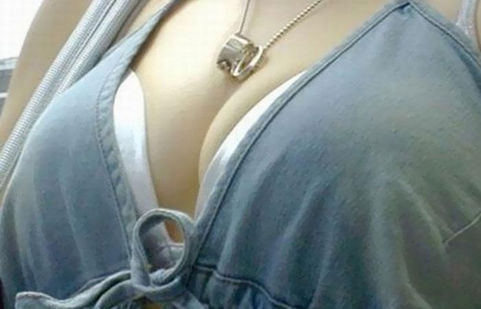 【胸の谷間エロ画像】あざといです巨乳女子w豊かすぎる谷間で自覚の有無に関わらず牡を誘惑www  001