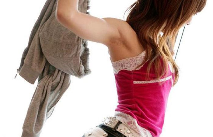 【腋フェチエロ画像】挟んでくれないかな…綺麗なお嬢さんならやっぱり綺麗な腋の下www  001
