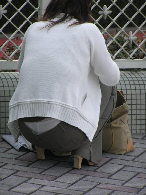 【ローライズエロ画像】平気で下着をバラしすぎwww何度見ても怒られないローライズ腰パンチラ  08