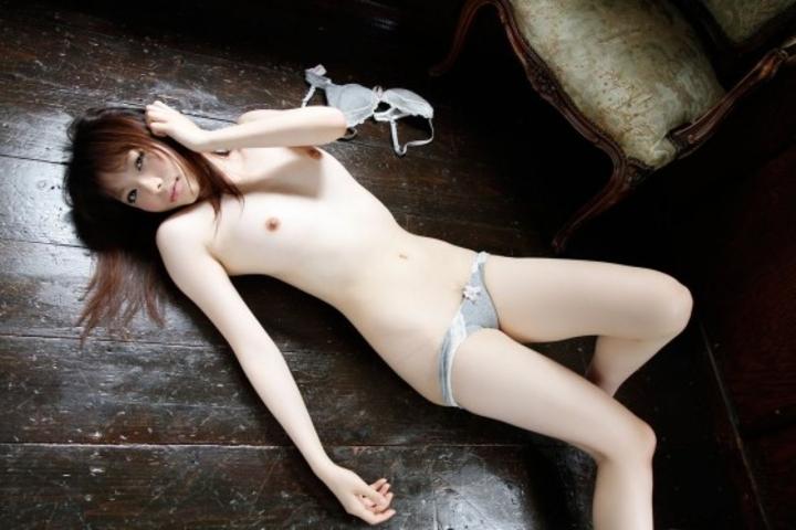 【貧乳エロ画像】貧乳の何がイケないの!?膨らみなくても夢は大量に詰まったちっぱい画像  12
