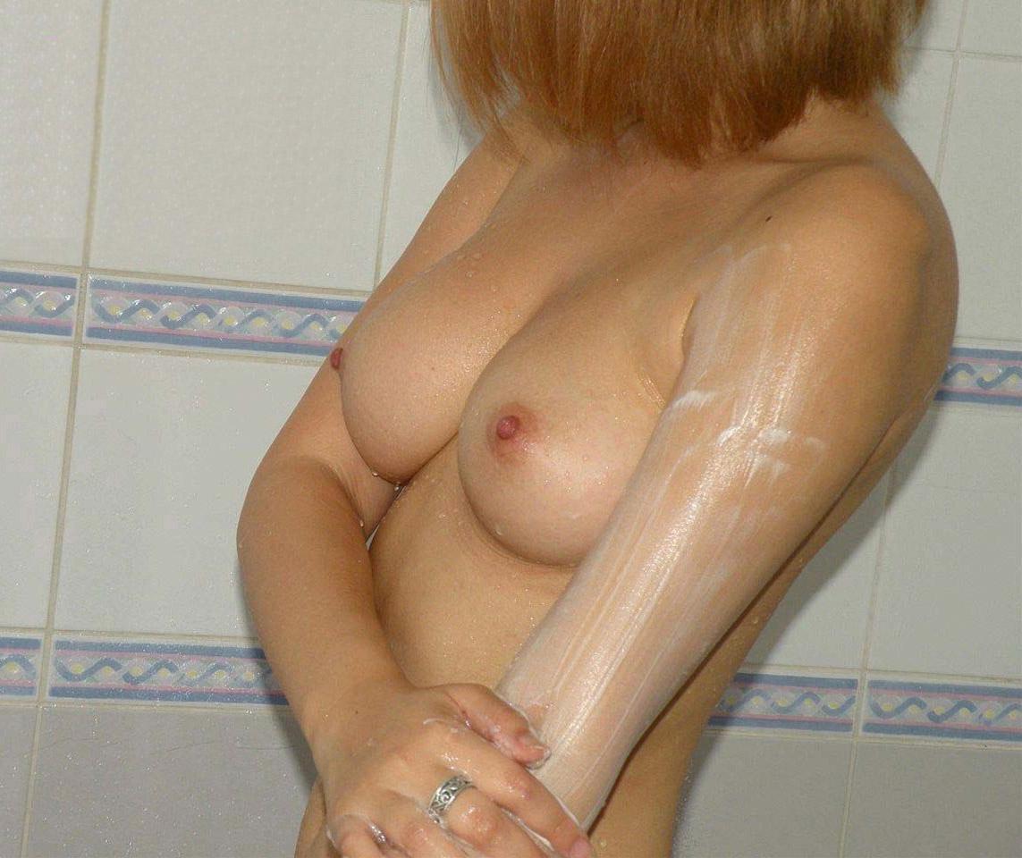 【素人エロ画像】もう何でも聞いてくれると思ったからつい…出来心で入浴中の彼女撮りwww  15