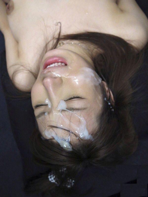 【ぶっかけエロ画像】顔中を覆い尽くせれば気分爽快!一度はやりたいザーメン顔射の画像  20
