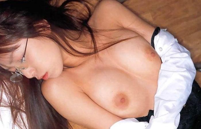【眼鏡フェチエロ画像】知的であり痴的w知性派眼鏡美女の卑猥かつ萌える裸体画像  001