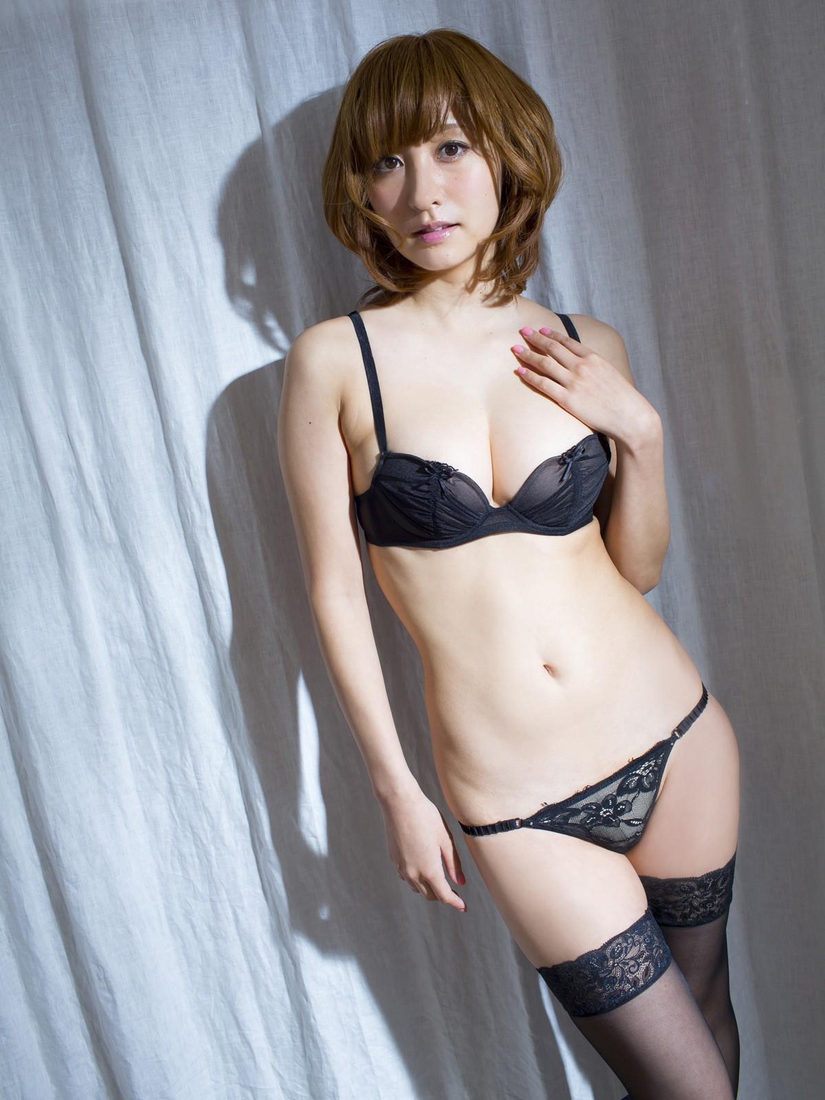 【下着姿エロ画像】裸よりもそそる女の下着姿、脱がせなくても満足できるレベルのwww  16